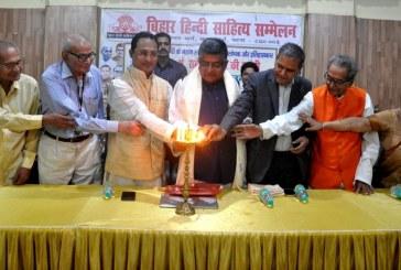 महान साहित्यकार पं. रामचंद्र शुक्ल की 135 वीं जयंती पर कवियों ने दी काव्यांजलि