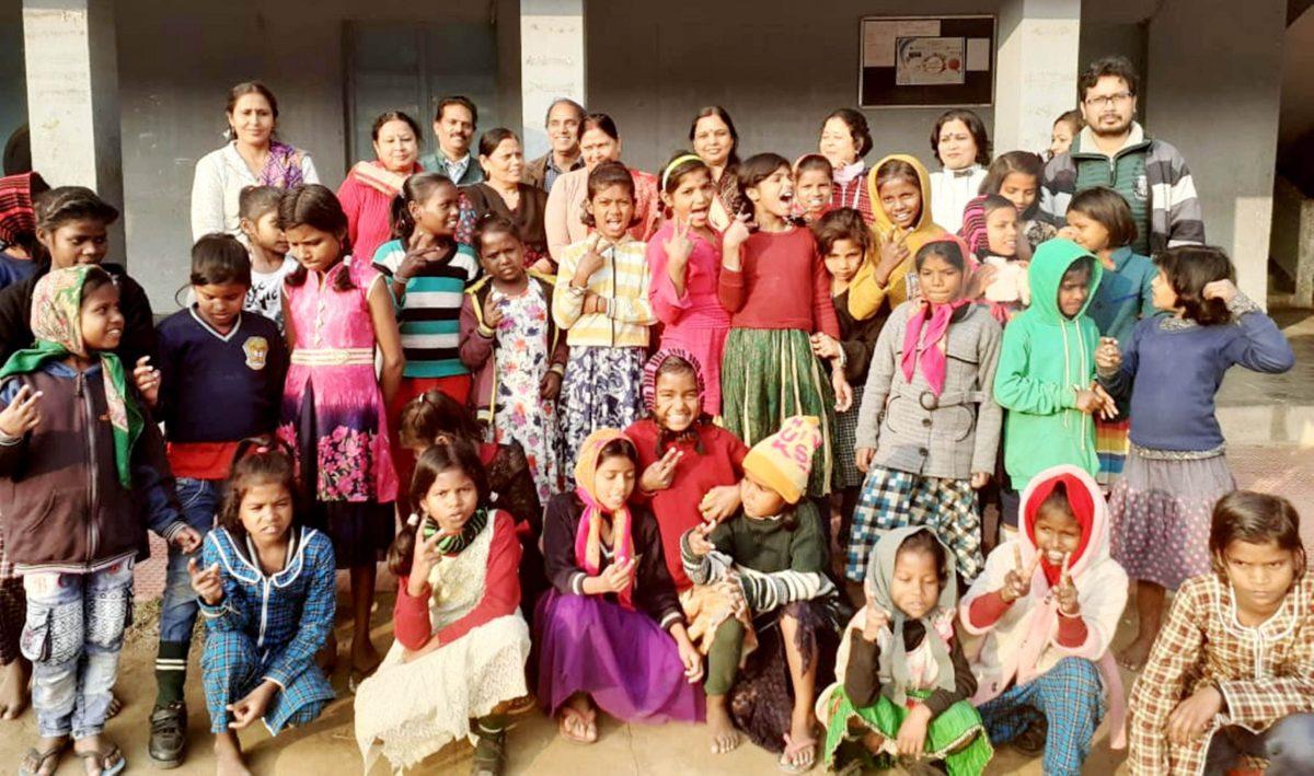 ह्यूमन बूस्ट ने रेनबो होम की बच्चियों के साथ किया दही-चूड़ा सामूहिक भोज का आयोजन