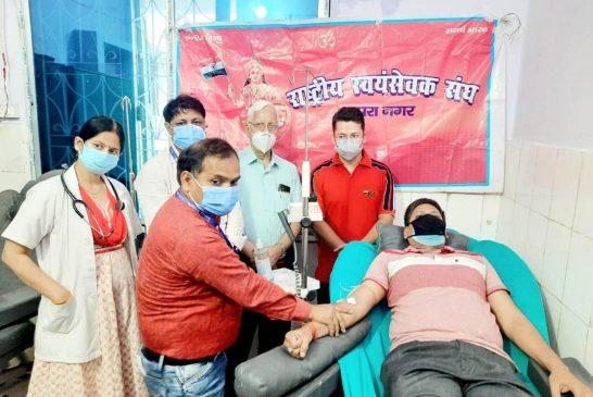 वीर सावरकर की जयंती पर आरएसएस ने किया रक्तदान